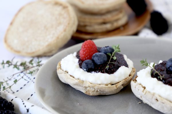 Crumpet with Cottage Cheese and Extra Blackberry Chia Fruit Spreed